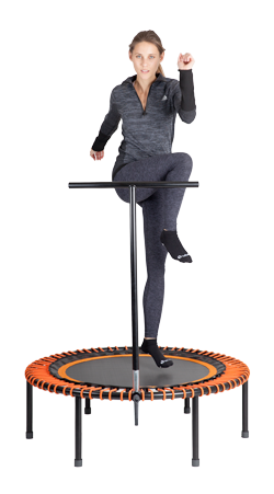 Fitness training op de bellicon Plus, de beste mini trampoline met T-bar (steun)