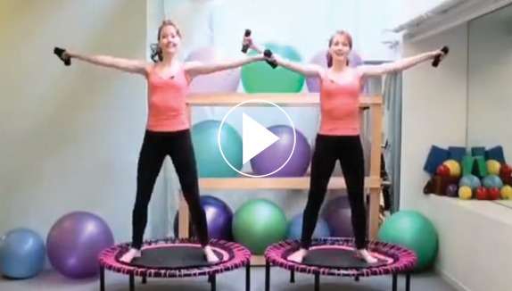 Captura de pantalla de Katherine y Kimberley de Pilates on 5th, NYC, simbolo ver video