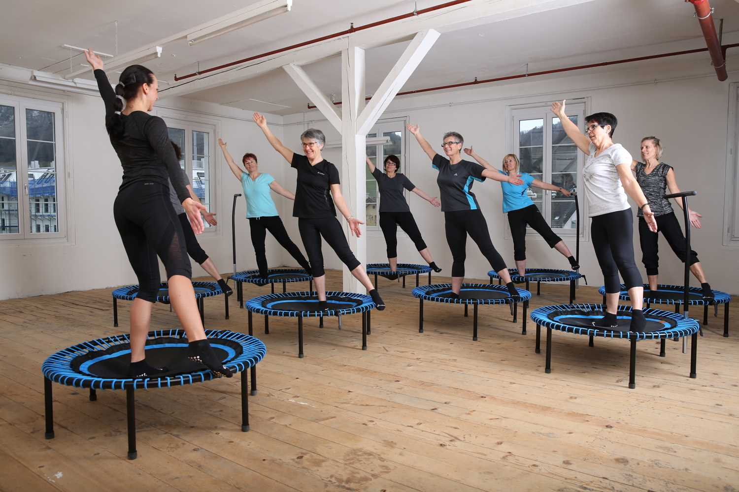 stabilize your knee: training on the trampoline